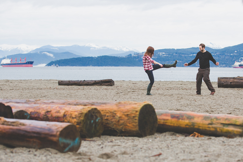 vancouver winter beach engagement session 23