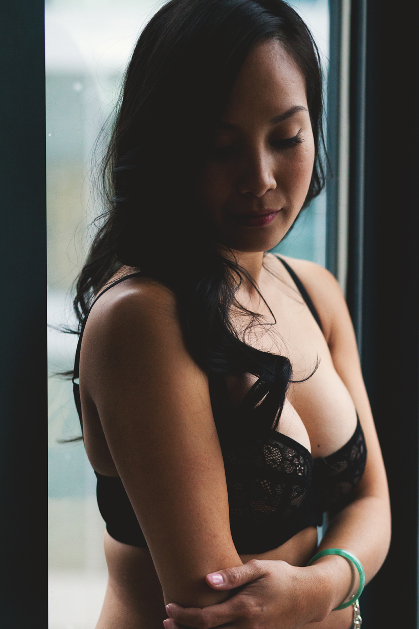 Vancouver boudoir photographer executive hotel le soleil for Boudoir hotel