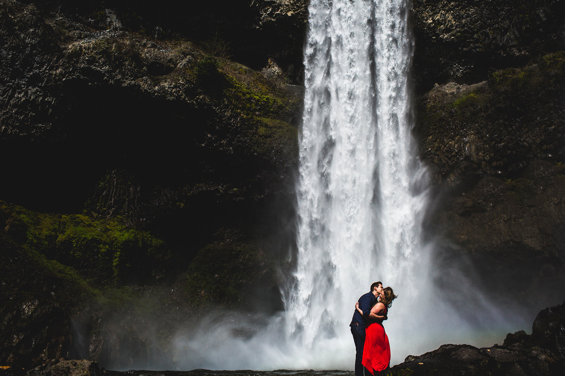hiking engagement session in the pacific northwest