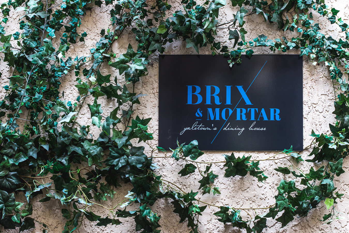 Intimate Brix and Mortar wedding